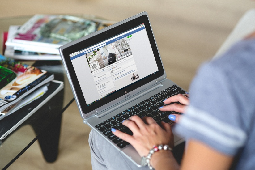 how to hire a social media expert